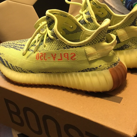 buy online 59ce6 34335 UA Semi Frozen Yellow Yeezy 350 Boost V2 Used